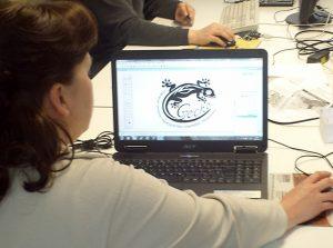Designarbeit am PC. Logo Erstellung.